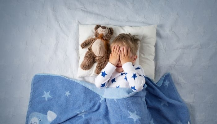 ShutEye baby kicking off blankets how to stop The sleeping environment is not comfortable
