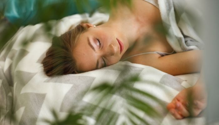 ShutEye can't sleep when traveling travel insomnia first-night effect sleeping environment similar to home