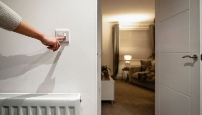 ShutEye can't sleep when traveling travel insomnia first-night effect turn off lights