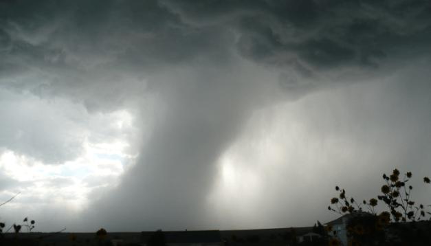 dream about tornado